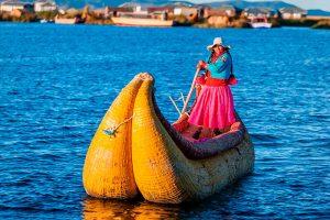 Navegando sobre el Titicaca - Uros