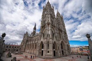 La Basilica Voto Nacional de Quito