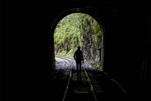 Túnel de camino a Machu Picchu